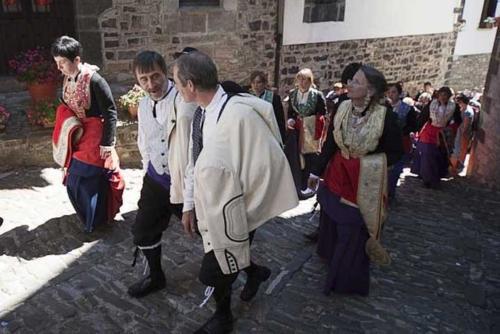 Día de la indumentaria roncalesa / Erronkariko janzkeraren eguna