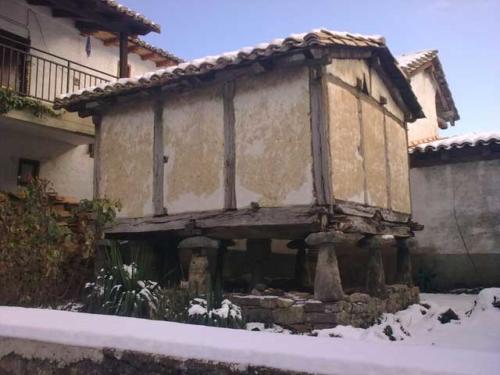Hórreo en Izal / Itzallen dagoen garaia